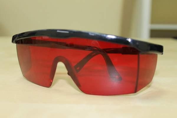Защитные очки для работы с лазерным уровнем